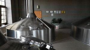 Располагая достаточными мощностями, пивоварня запускает процесс варения пива всего три таза в неделю
